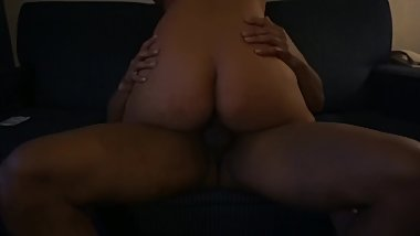 sexy phat ass jiggle and bounce while she rides my dick