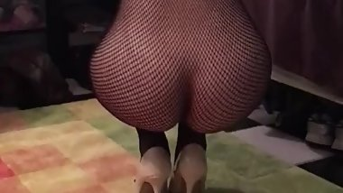 Best friend wife shaking that ass