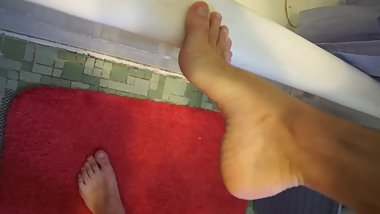 Teen boy slim feet and pissing in the bathtub