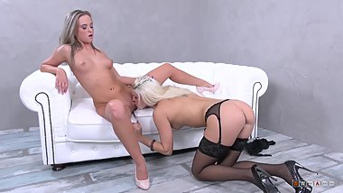 Blonde rebel Blanche Bradburry plays with innocent Vinna Reed
