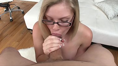 YOUNG BLONDE TEEN LOVE TO SUCK HARD COCK