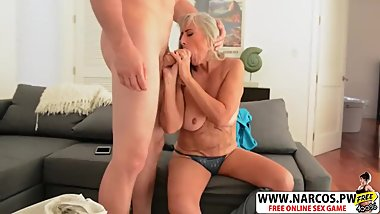 Acrobatic Step-Mom Silva Foxx Gives Handjob Good Her Step-son