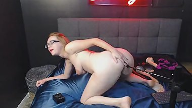 Babe Pleasures Herself Using a Fuck Machine