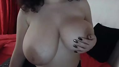 Crazy sexy thick lightskin girl with great tits