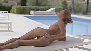 Krystal Boyd Oils Her Body in 4K